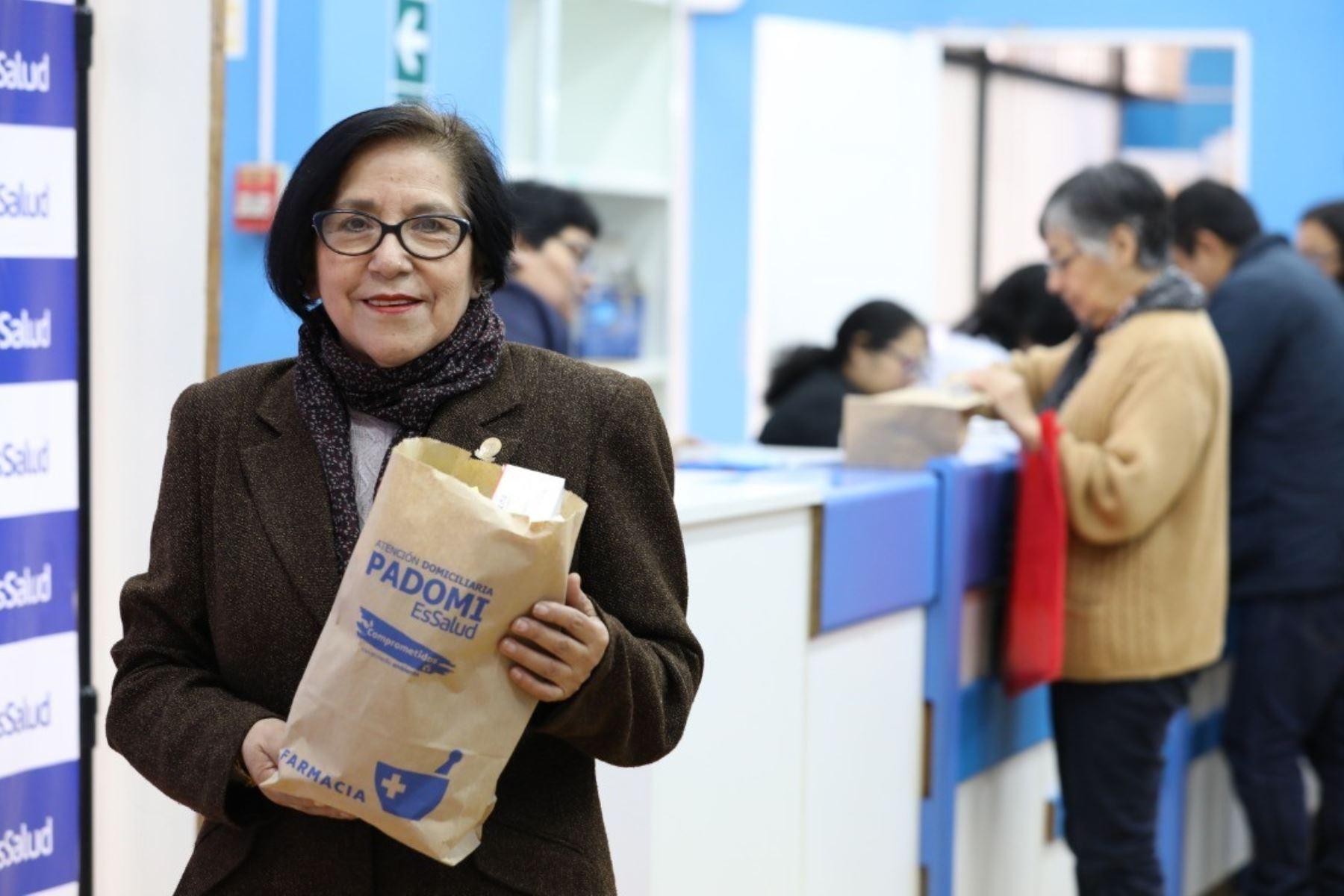 Entregó más de 500 mil bolsas de papel con medicamentos