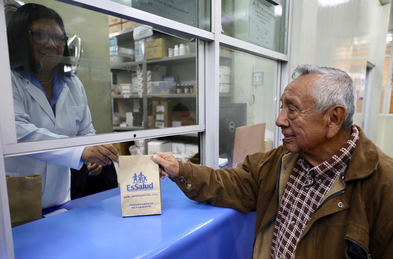 Entrega medicamentos en bolsas de papel para preservar el medio ambiente
