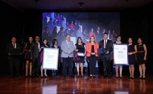 """Entregan premio """"Renueva EsSalud"""" a iniciativas innovadoras que fortalecen atención"""