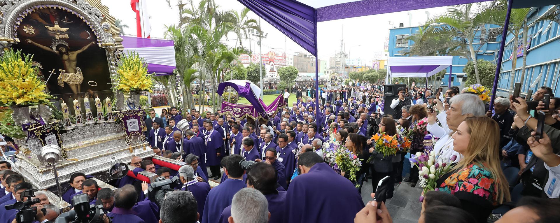 Essalud - EsSalud rinde homenaje a la sagrada imagen del Señor de los Milagros