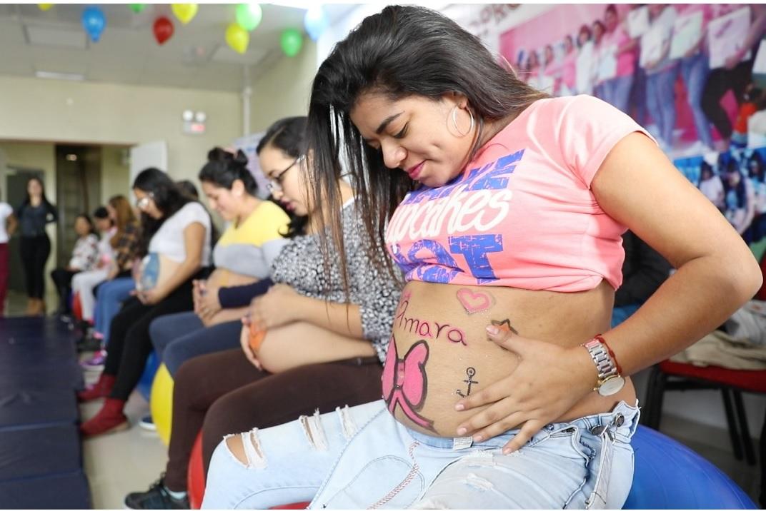 Essalud - Al ritmo de música y coloridas coreografías, EsSalud promueve maternidad saludable y segura