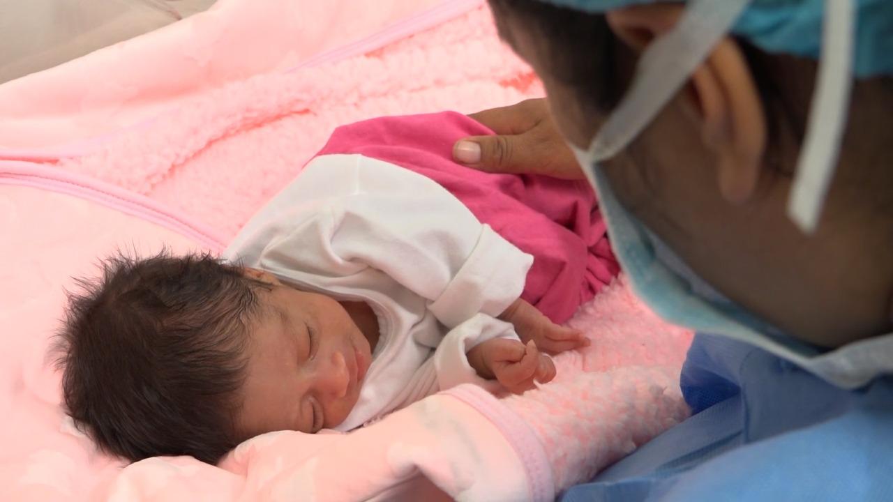 Médicos de EsSalud salvan vida de bebé ayacuchana que nació con menos de 1 kilo y medio de peso