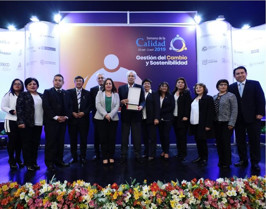 Essalud - EsSalud es reconocido por implementar proyectos de mejora exitosos en la Semana de la Calidad
