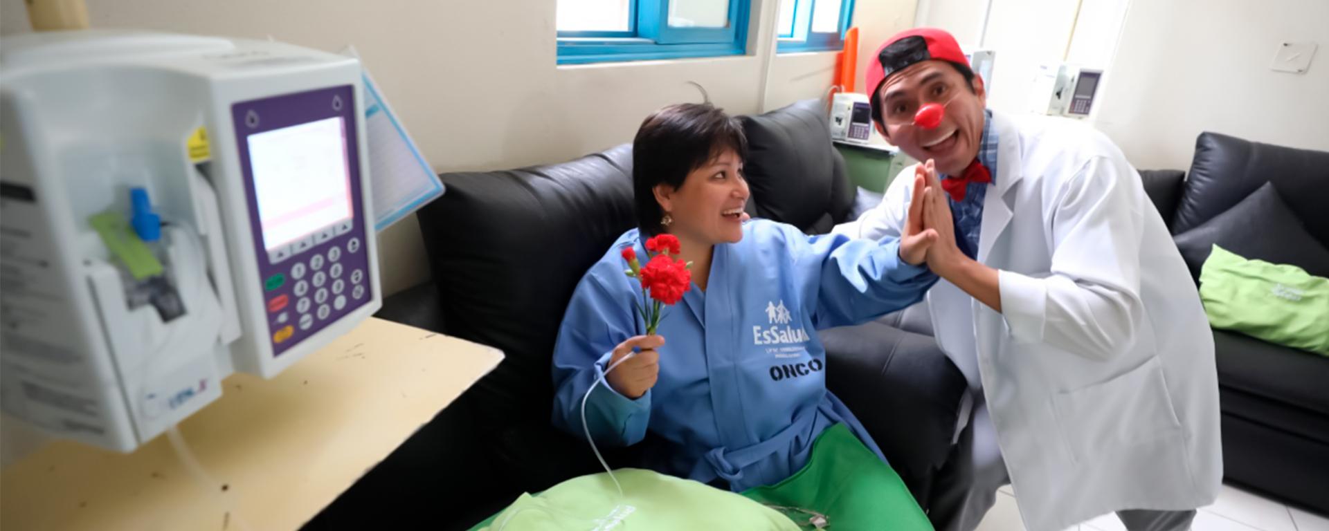 Essalud - EsSalud implementa terapia de la risa para levantar ánimo a pacientes oncológicos en Tacna