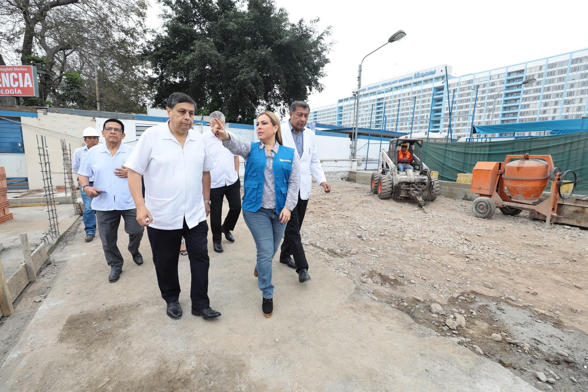 Essalud - Más de 300 mil asegurados se beneficiarán con nueva área de laboratorio que construye EsSalud