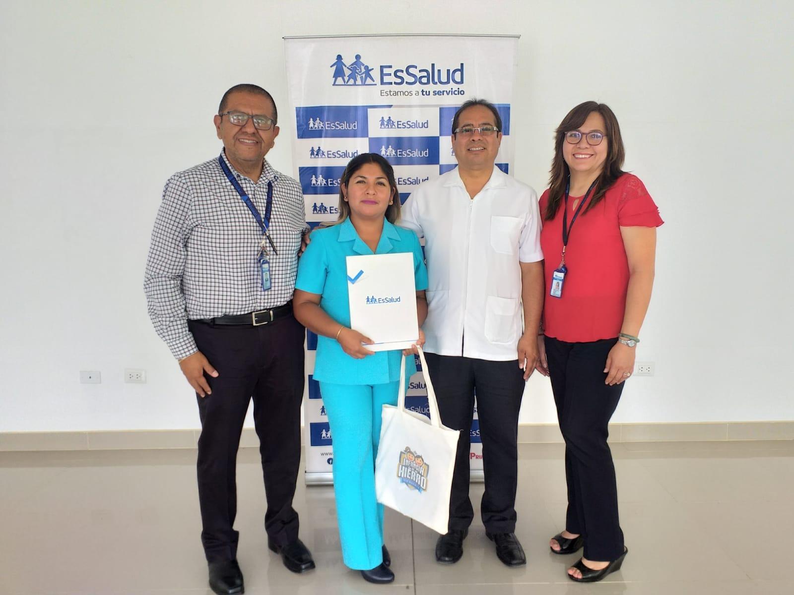 Essalud - EsSalud Tacna reconoce a enfermera que atendió parto en vía pública