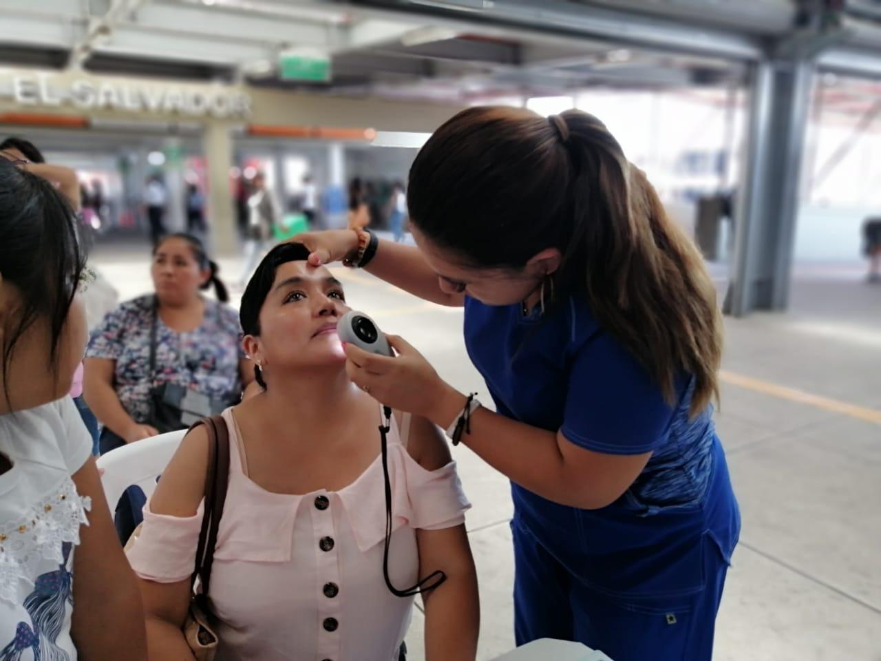 Essalud - EsSalud previene cáncer de piel en Metro de Lima