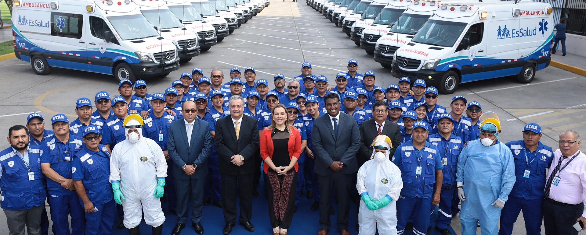 Essalud - EsSalud presenta flota de ambulancias con última tecnología para traslado de pacientes críticos