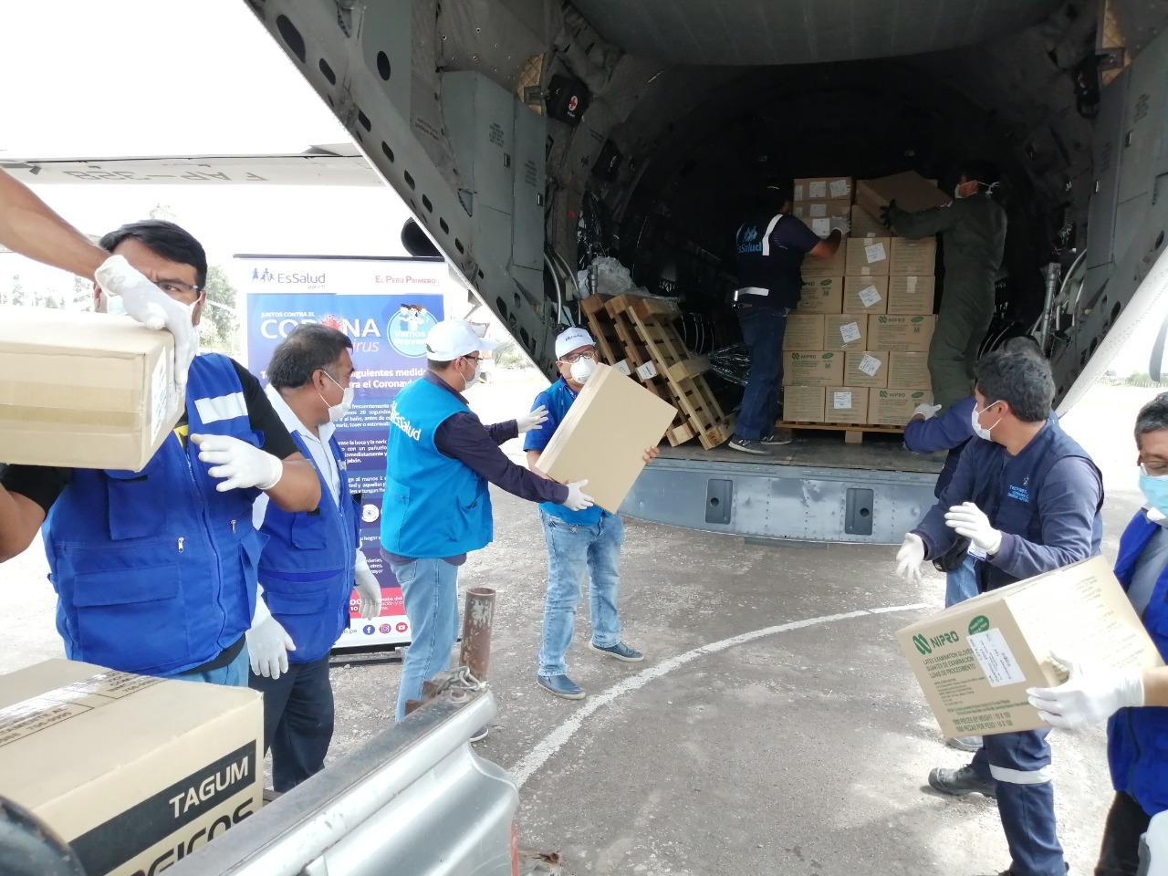 Essalud - EsSalud Moquegua recibe material de protección para sus trabajadores