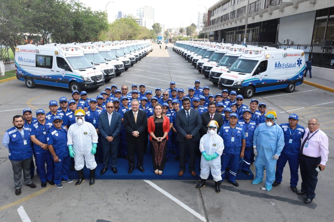 EsSalud presenta flota de ambulancias con última tecnología para traslado de pacientes críticos