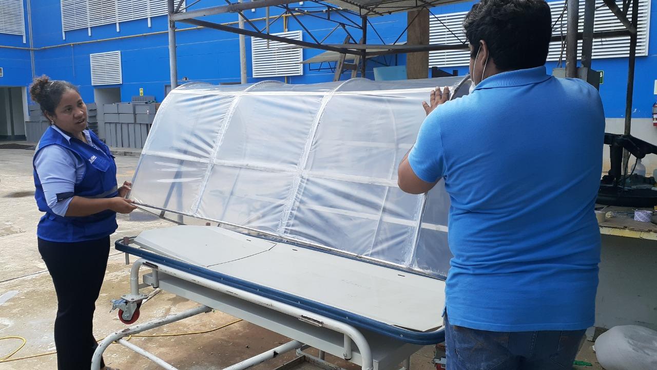 Essalud - EsSalud Tarapoto diseñó cápsula de aislamiento para pacientes con Covid 19