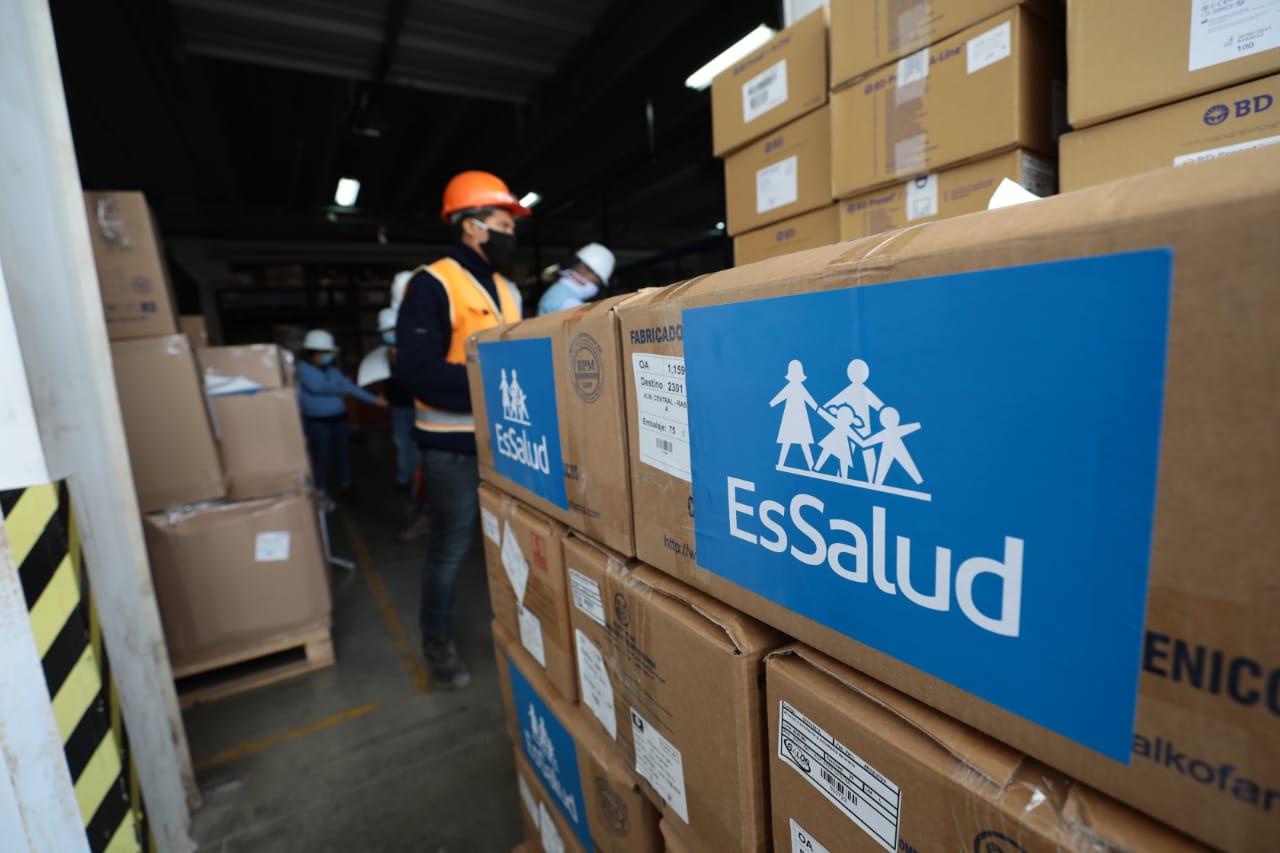 Essalud - EsSalud abastece con 50 toneladas de material de protección personal y medicinas a seis regiones del país