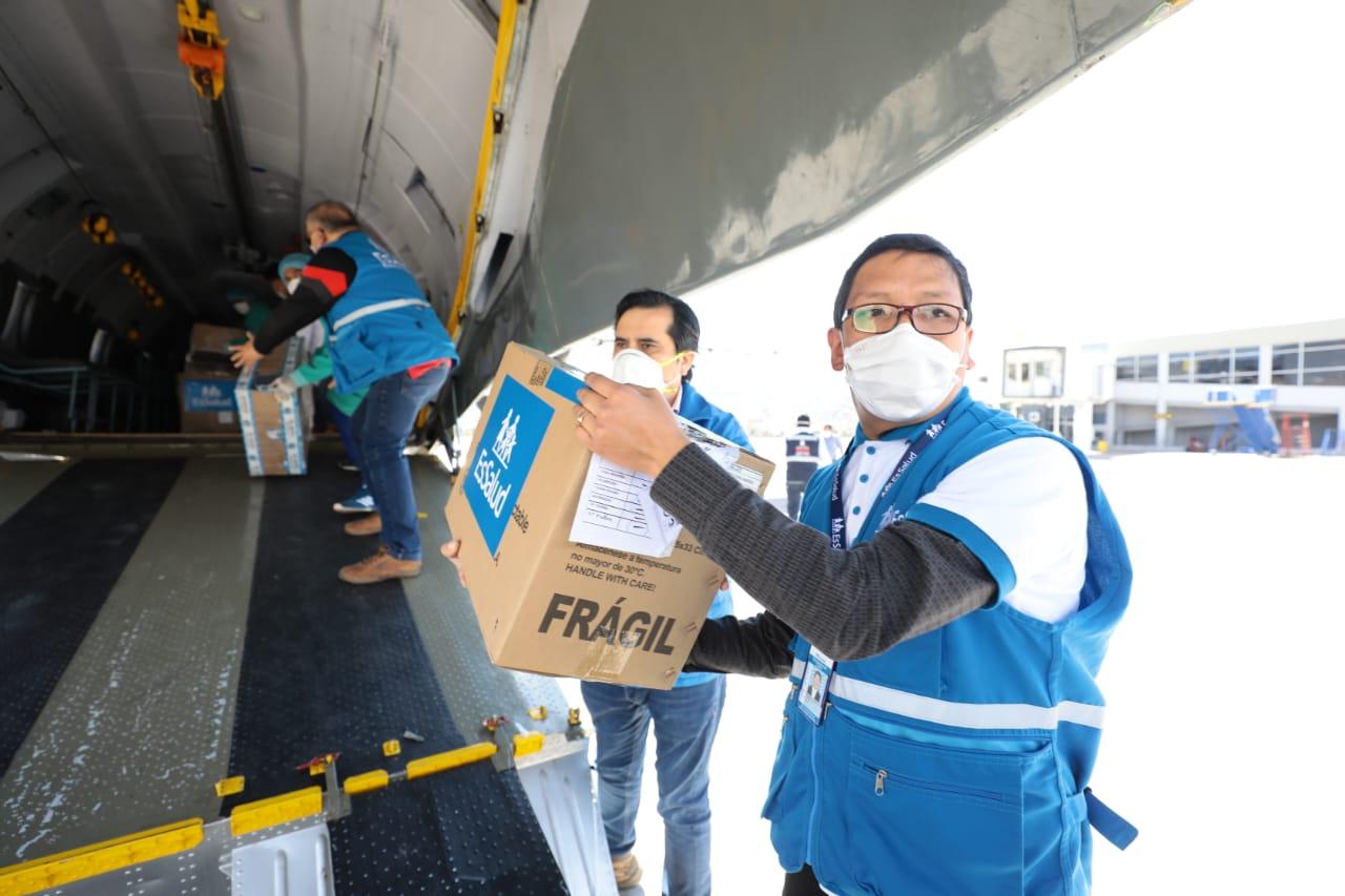 Essalud - EsSalud envía más de 17 toneladas de insumos, material de protección y medicamentos al Cusco