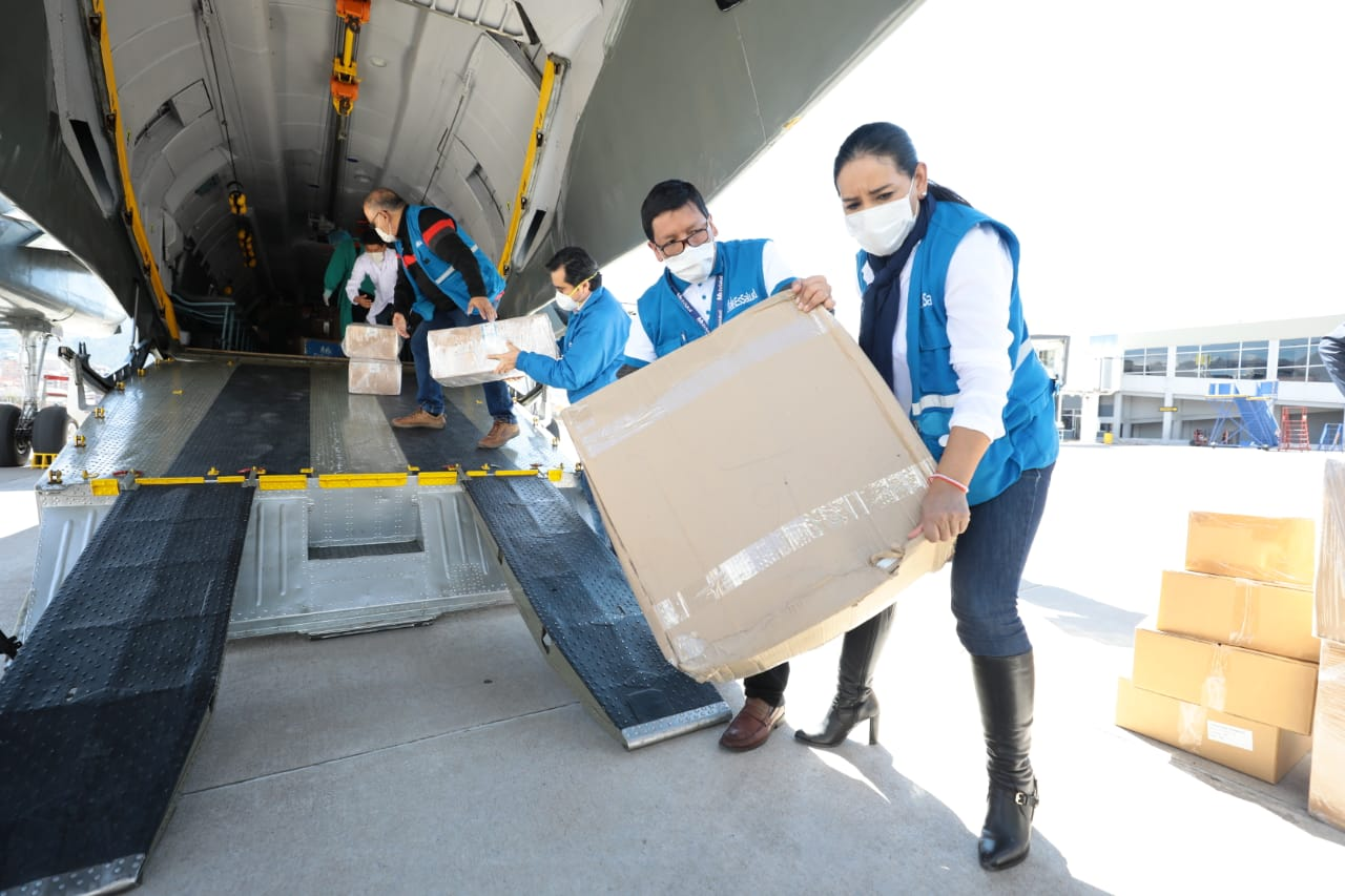 Essalud - EsSalud envió hoy cerca de 30 toneladas de material de protección personal a las regiones de Cusco, Puno y Áncash