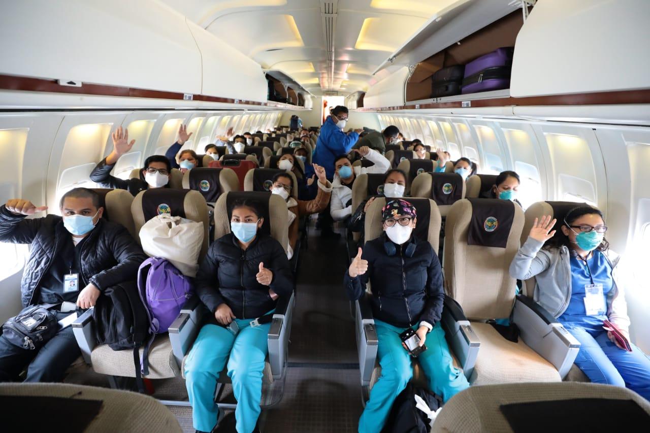 Essalud - Cerca de 50 profesionales de EsSalud viajan a Iquitos para continuar en lucha contra el Covid-19
