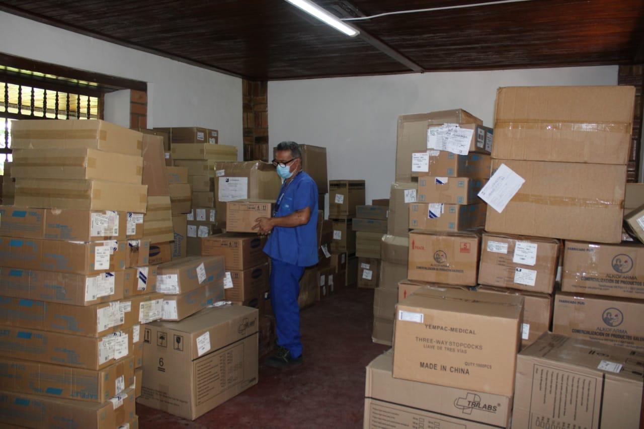 Essalud - EsSalud Moyobamba recibe nuevo envio de material médico y equipos de protección personal