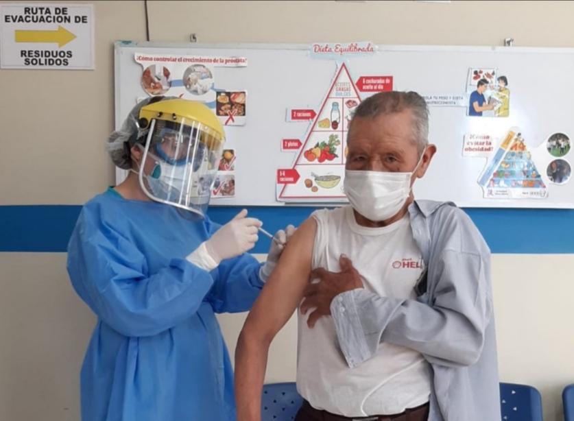 Essalud - EsSalud Arequipa realiza inmunizaciones contra la influenza y neumococo