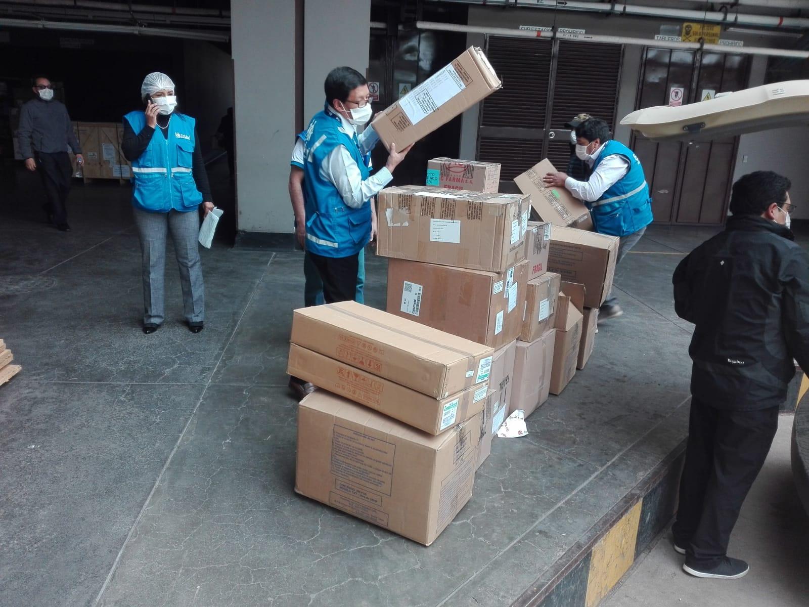 Essalud - EsSalud Cusco recibió camillas hospitalarias, medicamentos y equipos de protección