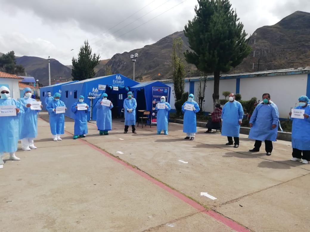Essalud - EsSalud Huancavelica da de alta a la décimo quinta paciente que supera el Covid-19 en esa red