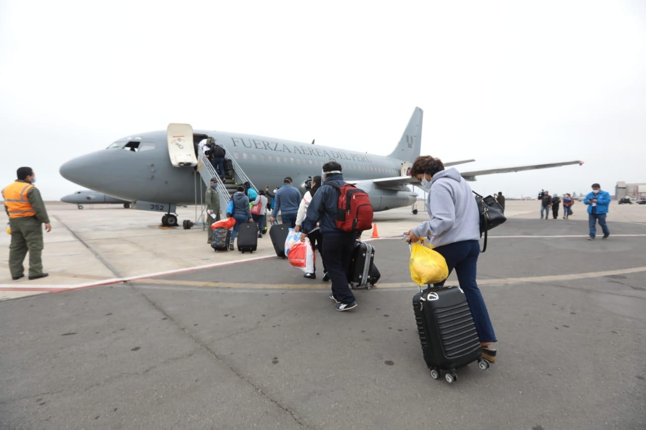 Essalud - EsSalud envía cuarenta profesionales de la salud a Loreto y Ucayali