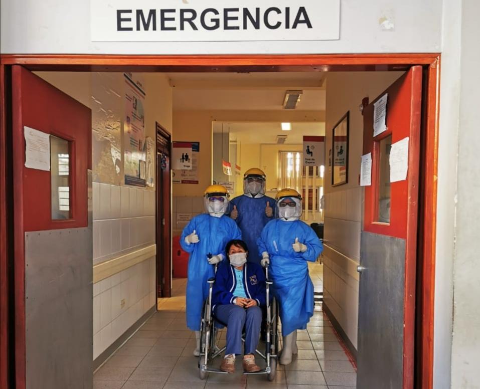 Essalud - EsSalud Moyobamba da de alta a una paciente de 66 años que logró superar el Covid-19