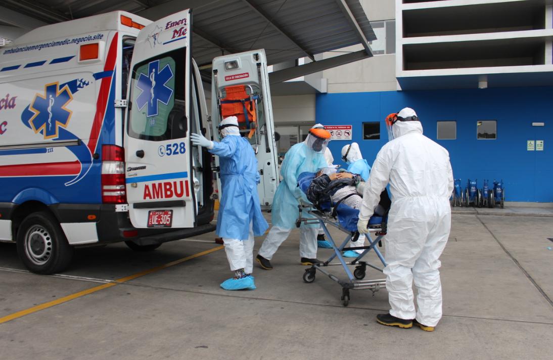 Essalud - Dos médicos y un enfermero son trasladados desde Piura y Amazonas a Hospitales Rebagliati y Sabogal