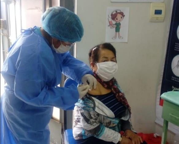 Essalud - EsSalud Ica reinicia vacunación a gestantes, adultos mayores y niños