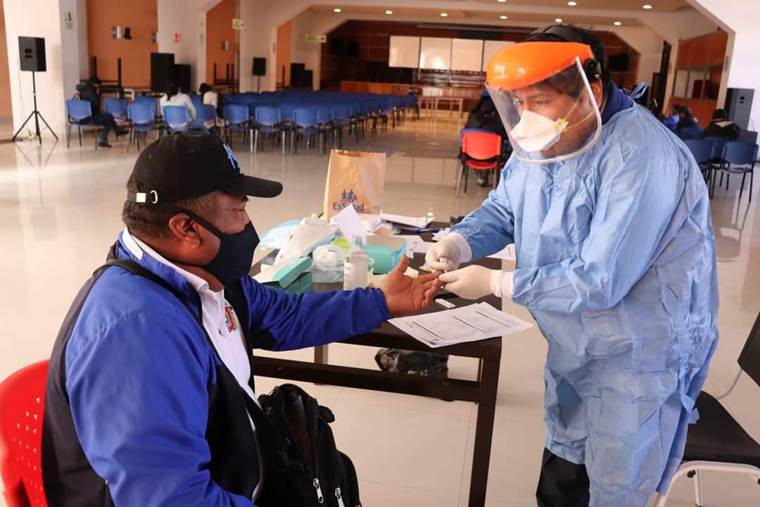 Essalud - EsSalud Puno realiza pruebas rápidas Covid-19 a trabajadores de la Universidad Nacional del Altiplano
