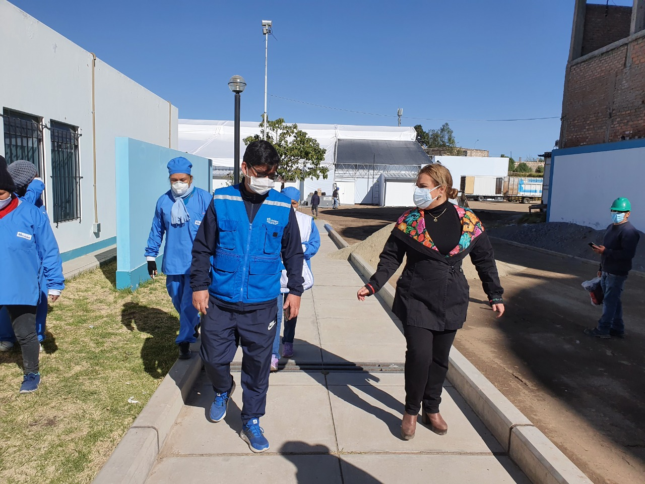 Fiorella Molinelli supervisa llegada de isotanque a nueva Villa EsSalud Arequipa