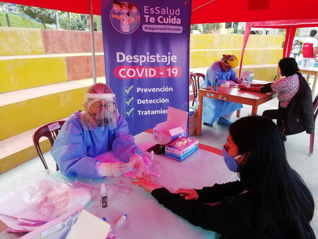 Essalud - EsSalud Abancay realiza pruebas rápidas y monitoreo casa por casa a pacientes con COVID -19