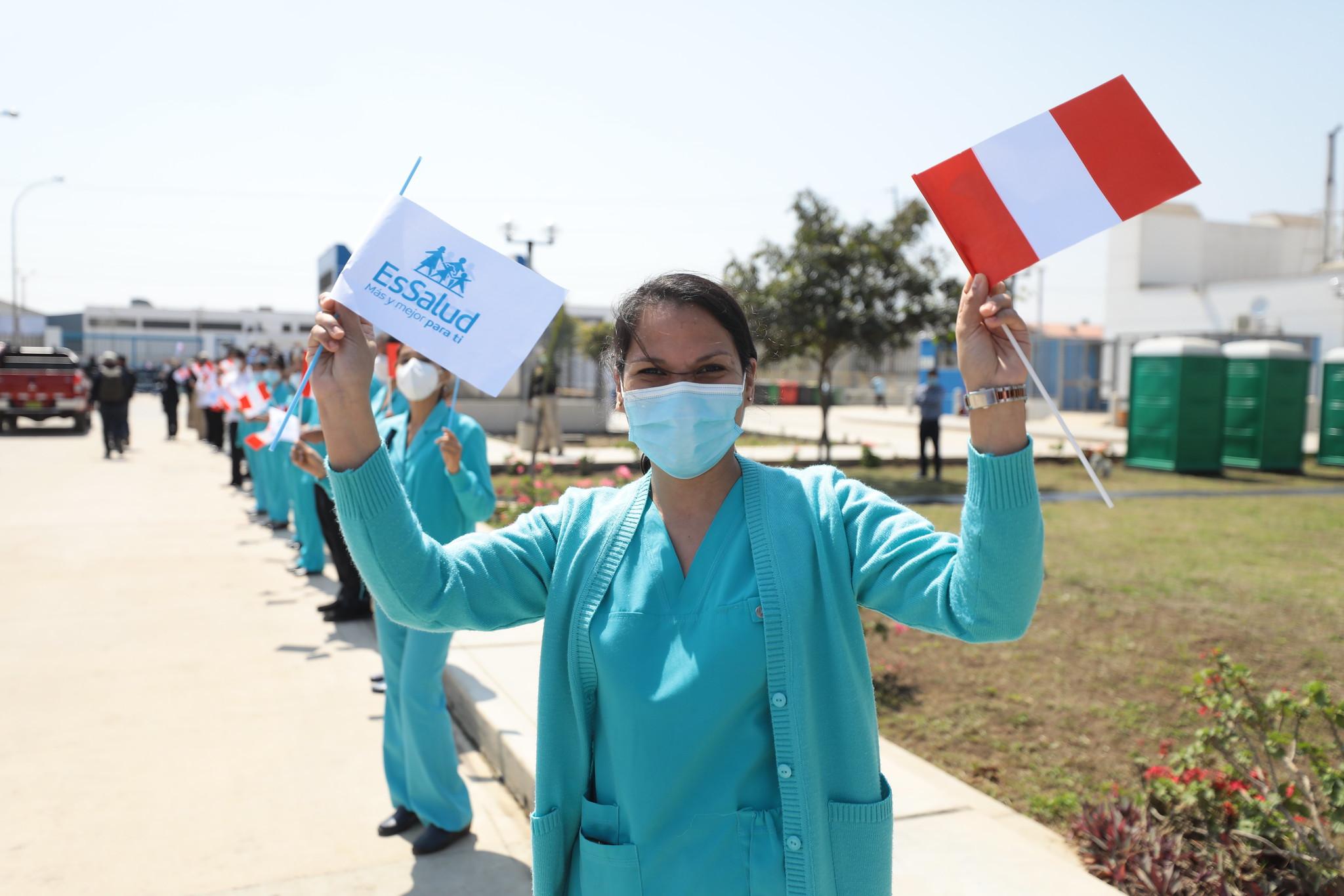 Essalud - Presidenta de EsSalud: 13 mil nuevos profesionales de la salud se unieron al personal en primera línea de batalla contra el Covid-19