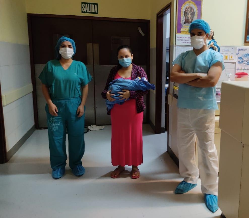 Essalud - EsSalud Moyobamba otorga alta a bebé que nació prematuro