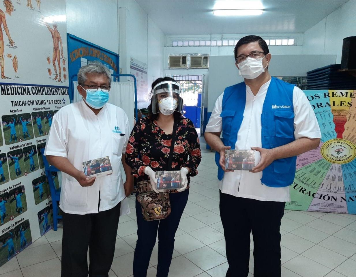 Essalud - EsSalud Loreto entregó 36 audífonos medicados a pacientes con discapacidad auditiva