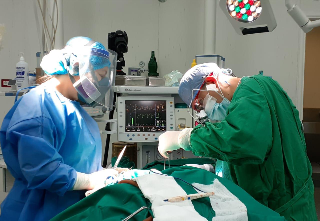 Essalud - Médicos de EsSalud Tarapoto extirpan tumor de colon en paciente adulta mayor