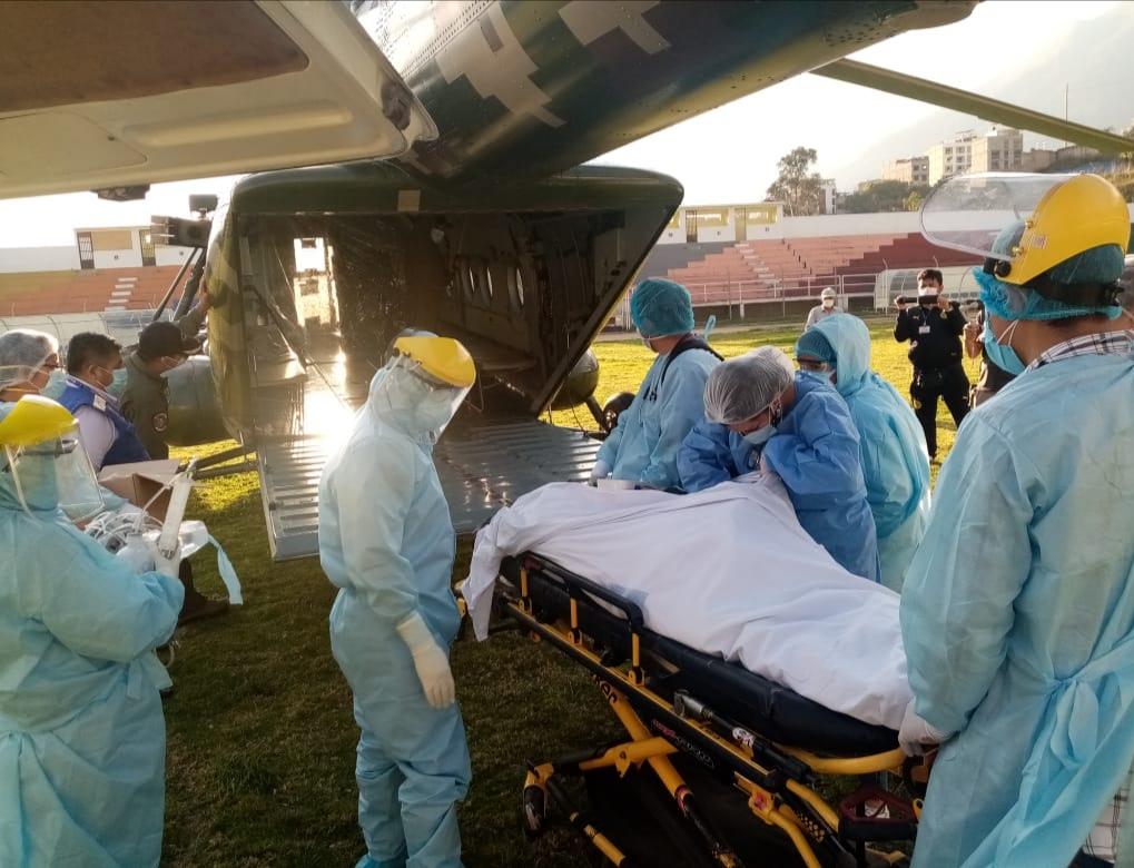 Essalud - EsSalud Apurímac trasladó en helicóptero del Ejército a paciente COVID-19 de 66 años en estado crítico