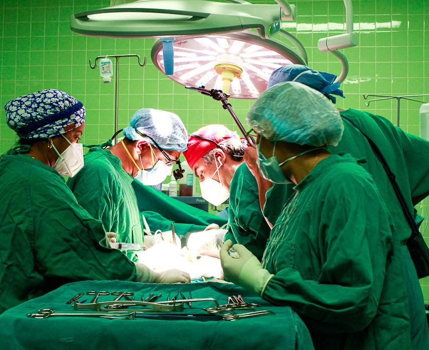 Essalud - Médicos de EsSalud Piura realizan con éxito cirugía para extirpar quiste y reconstruir las vías biliares a joven paciente