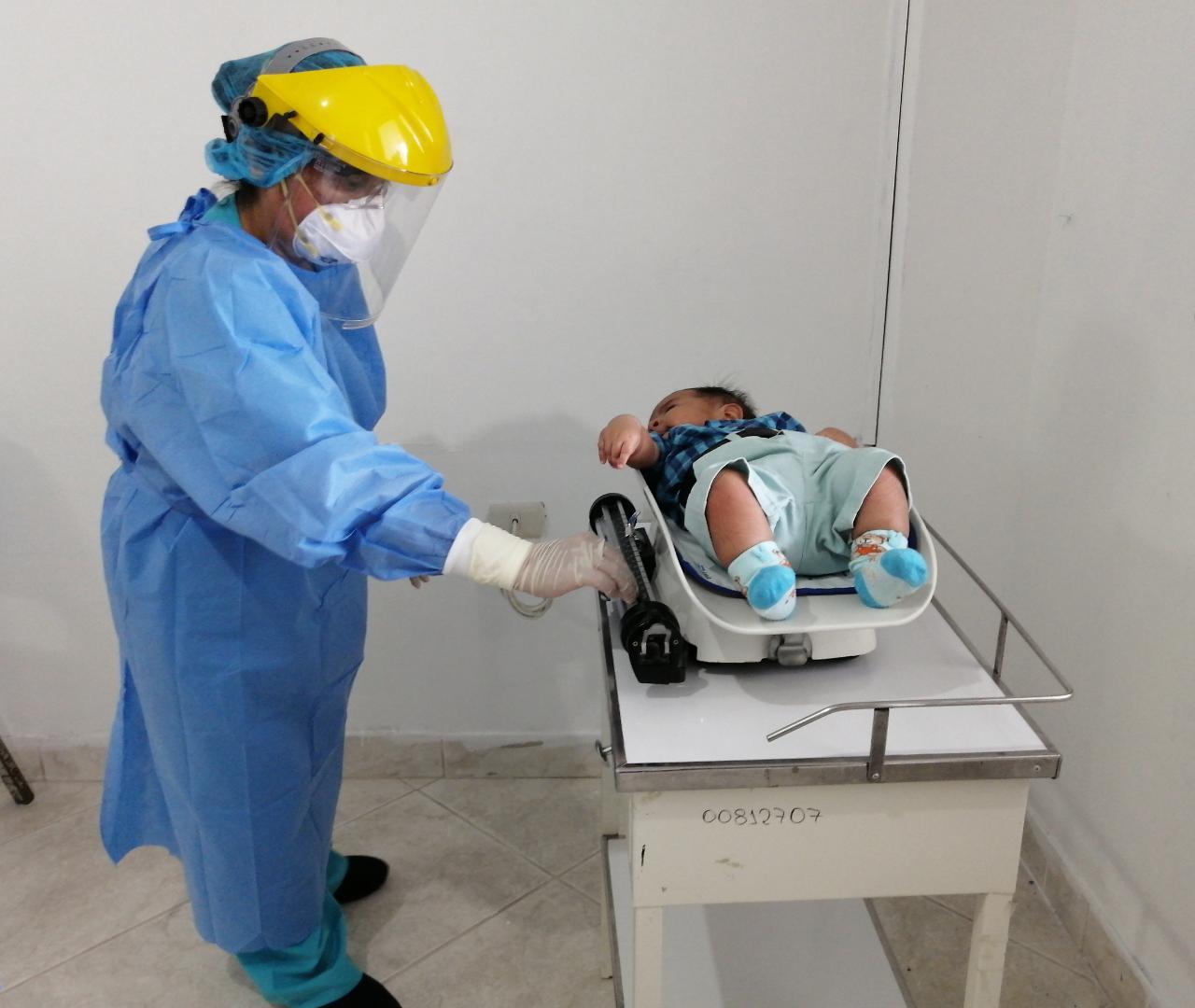 Essalud - EsSalud Tumbes realiza jornada de vacunación para asegurados de todas las edades