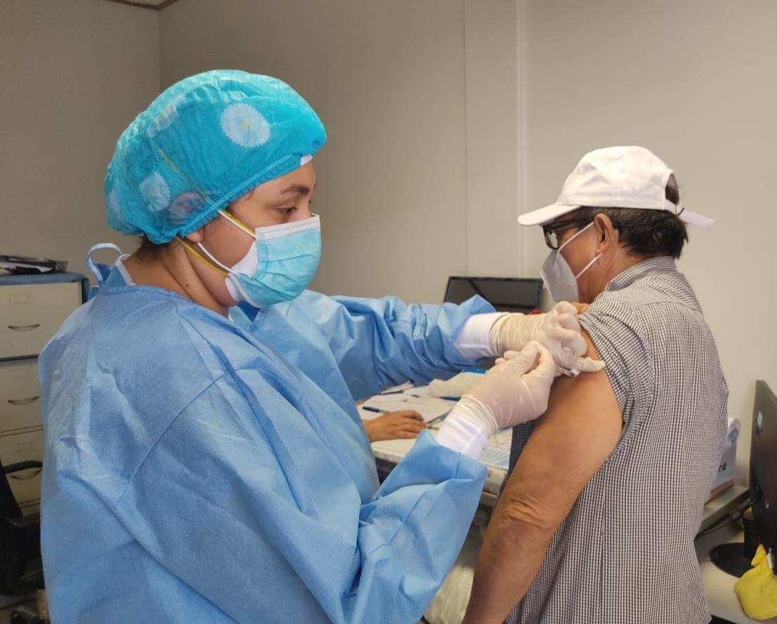 Essalud - EsSalud Moyobamba participa en exitosa jornada nacional de vacunación