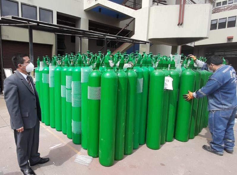 Essalud - EsSalud Cusco equipa sus hospitales y centros médicos con 300 balones de oxígeno medicinal