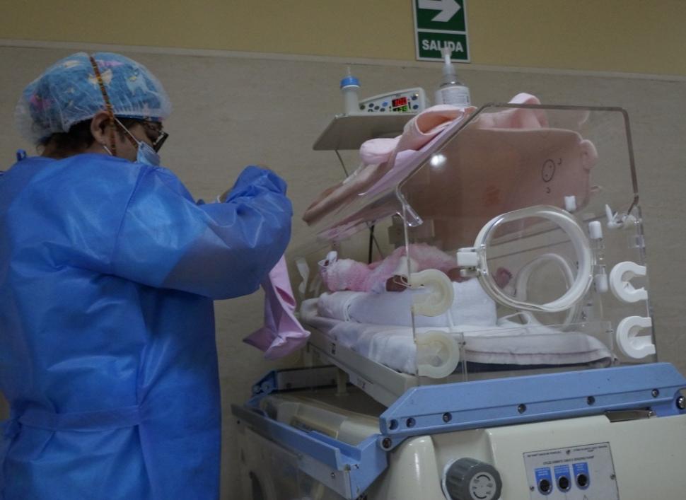 Essalud - Médicos de EsSalud La Libertad logran exitosa recuperación de bebés prematuros