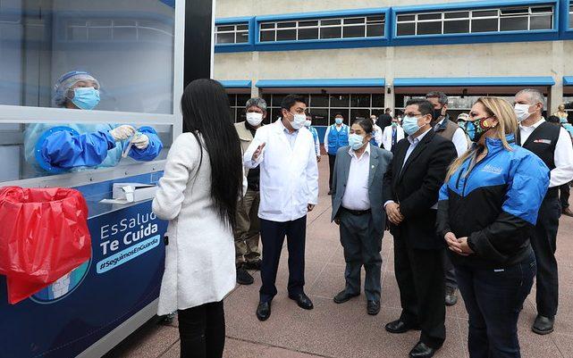 Essalud - Presidenta de EsSalud y ministro de Justicia encabezaron operativos de despistaje molecular en Junín