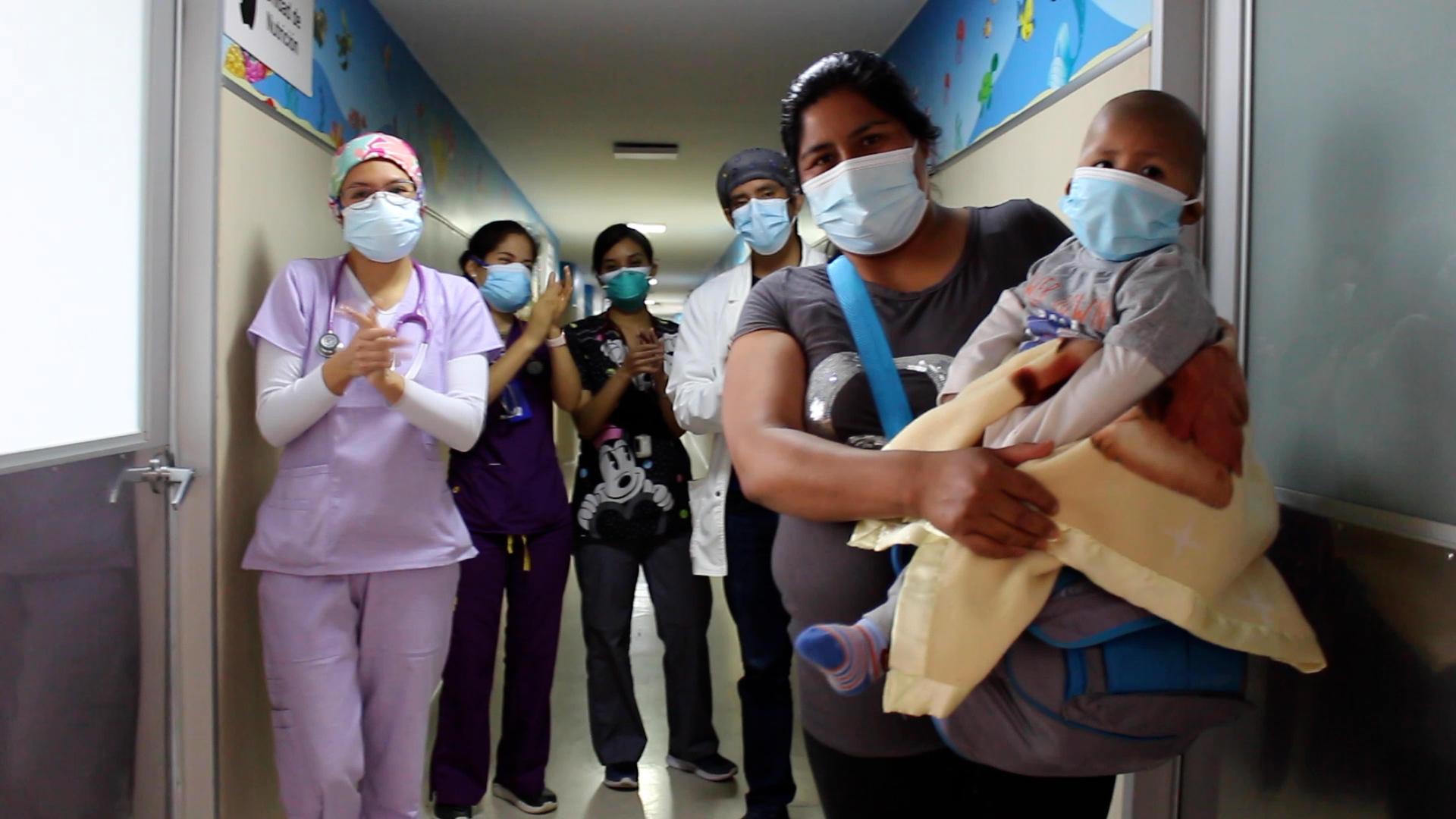 Essalud - Médicos de EsSalud extirpan tumor hepático y salvan vida de niño de 2 años