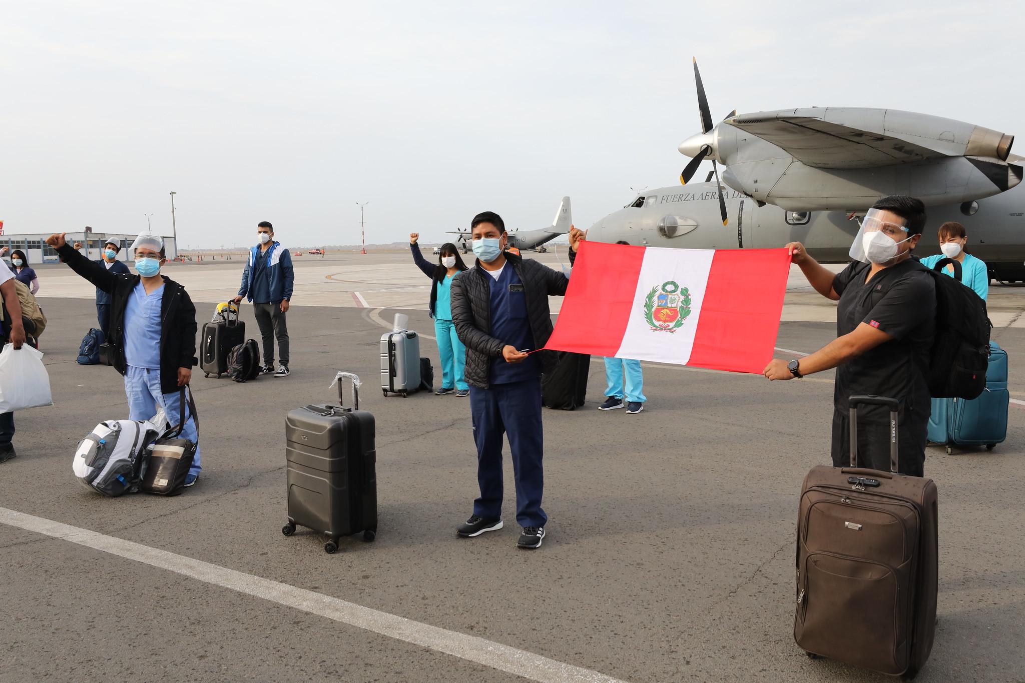 Essalud - EsSalud envía a Huánuco y Loreto brigadas médicas, equipos de protección personal, medicamentos e implementos para reforzar atención de pacientes Covid-19