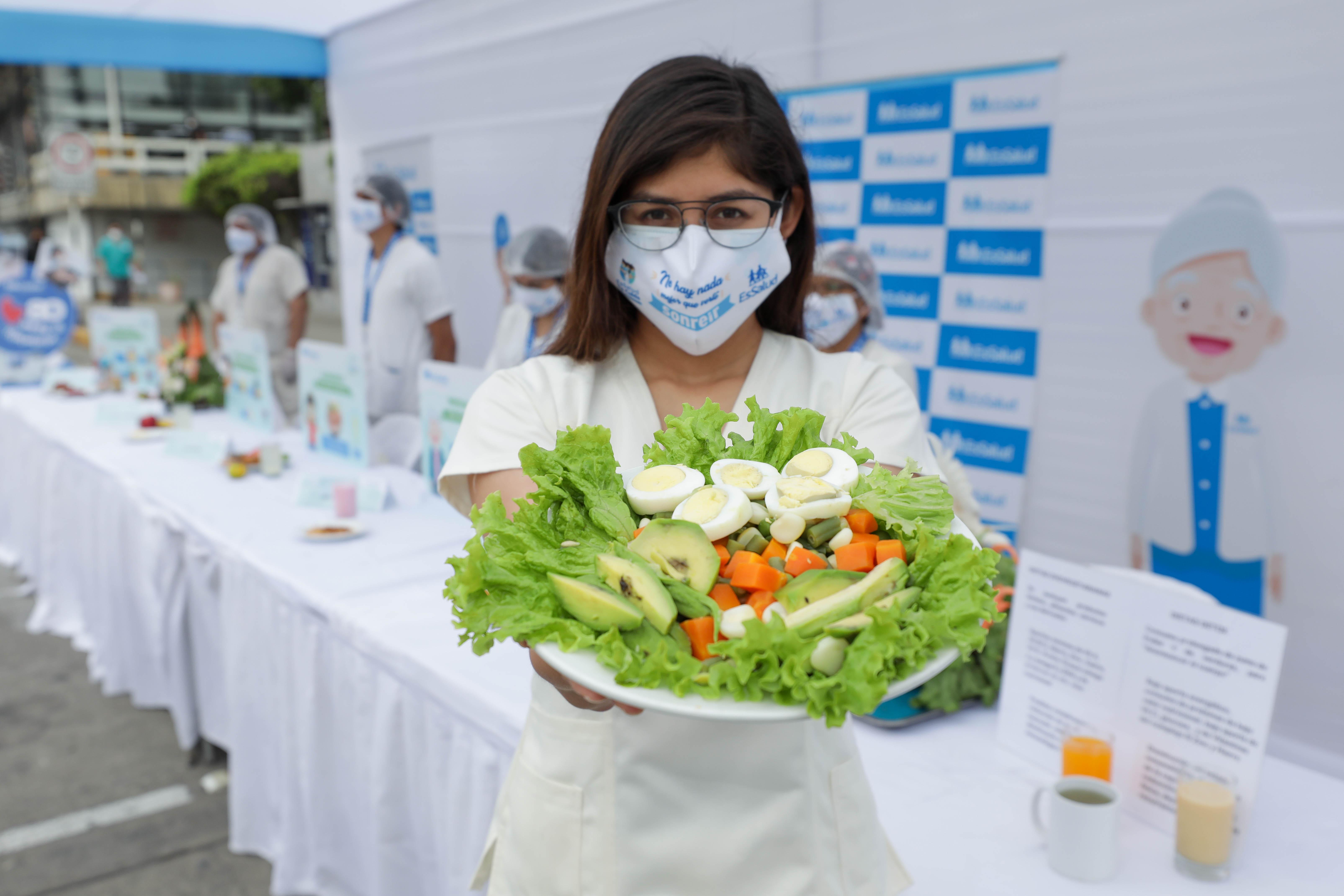 Essalud - EsSalud: Conozca los riesgos y consecuencias del consumo extremo de dietas
