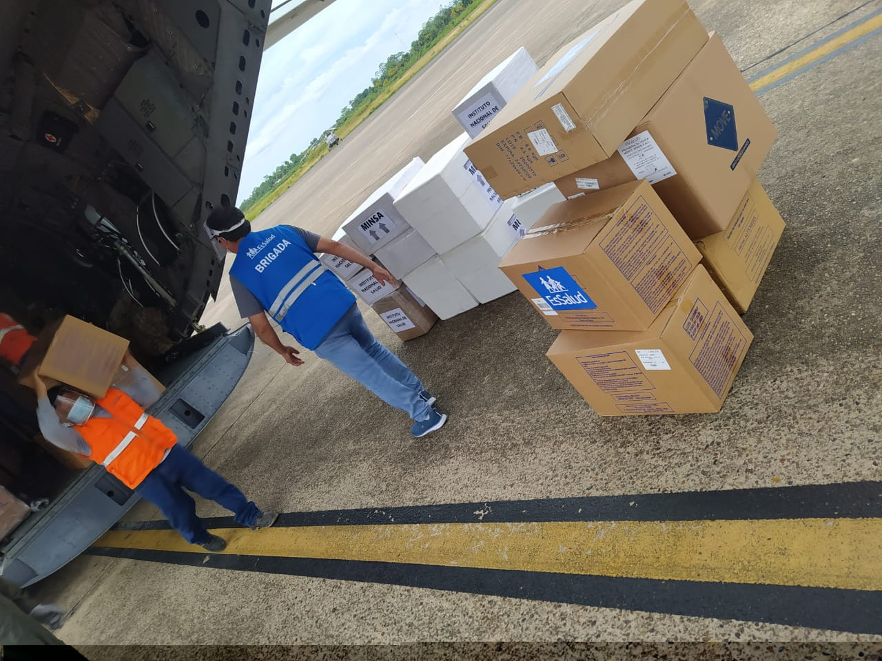 Essalud - EsSalud envía a Loreto brigada médica y cerca de 4 toneladas de Equipos de Protección Personal e insumos médicos