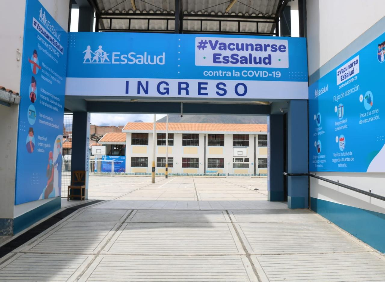 Essalud - EsSalud Huánuco recibió primer lote de vacunas para inmunizar al personal en primera línea contra la Covid-19