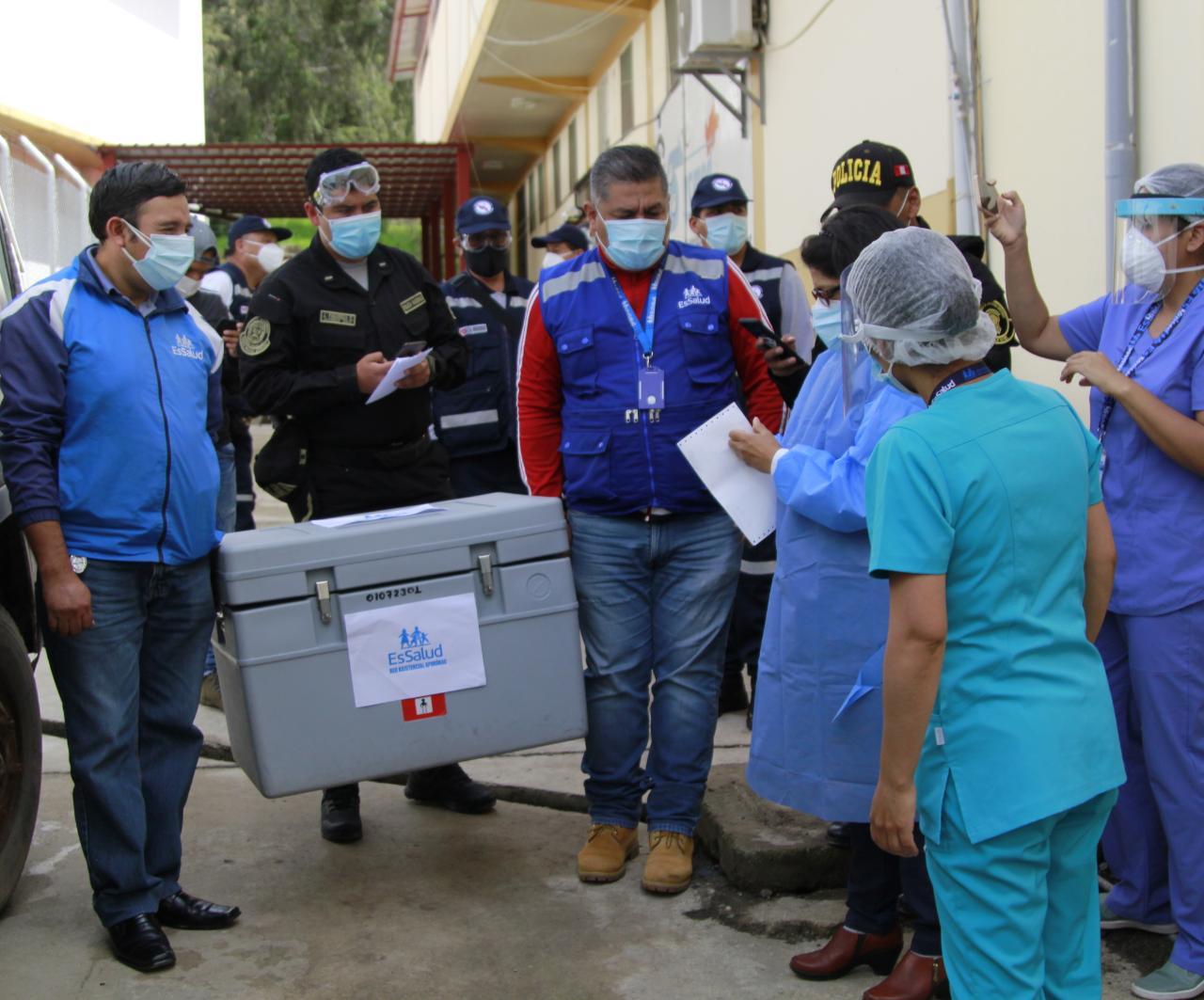 Essalud - Ocho regiones más recibieron primer lote de vacunas contra Covid-19 en segundo día de distribución realizada por EsSalud