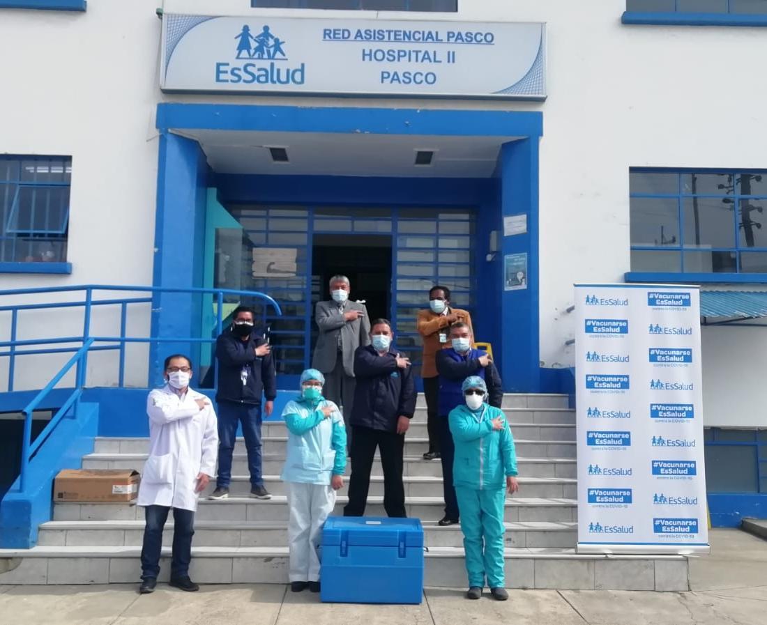 Essalud - EsSalud Pasco inicia campaña de vacunación contra la Covid-19 entre su personal asistencial de primera línea
