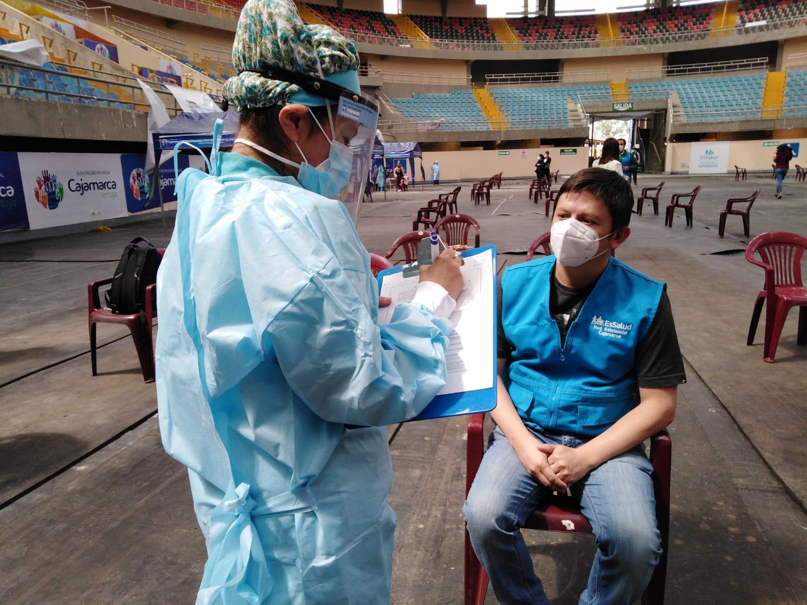 Essalud - EsSalud Cajamarca inicia campaña de vacunación contra la Covid-19