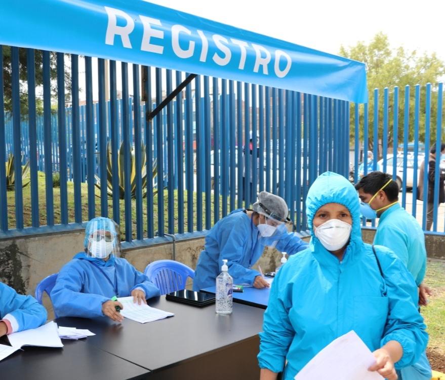 Essalud - EsSalud Junín inició con éxito la primera fase de vacunación contra la Covid-19
